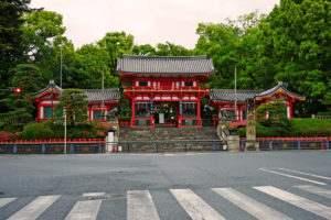 祇園の夜の神輿